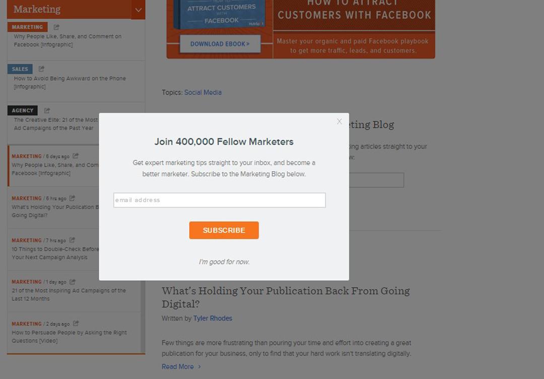 Po spędzeniu odpowiedniego czasu na blogu Hubspot pokazuje również użytkownikom pop-up zbierający zapisy do newslettera
