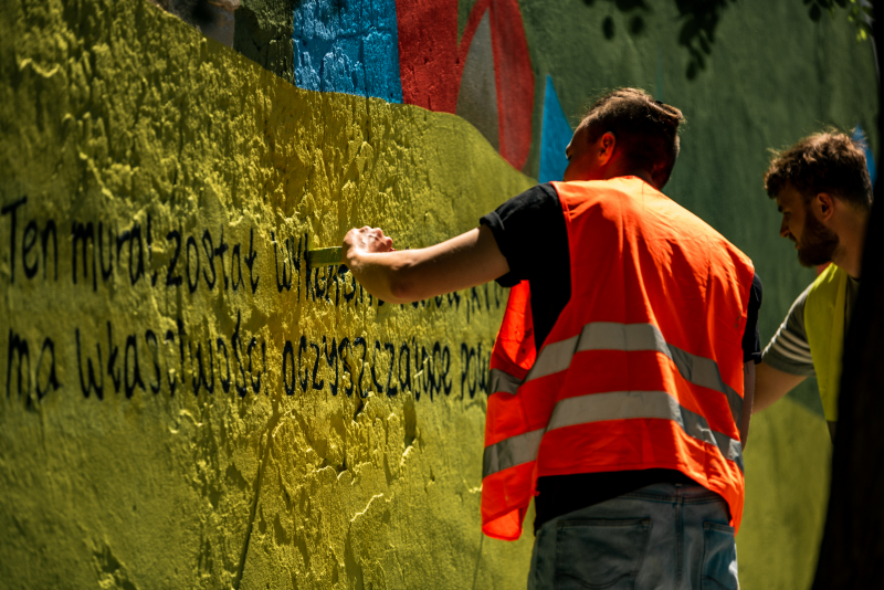 Firma Strefa Energii-oczyszczajacy mural w Zdunskiej Woli (6)