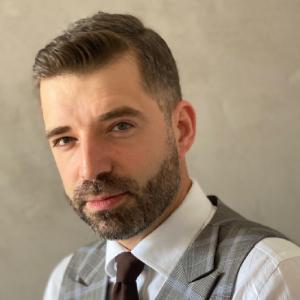 Mieszko Sibilski_ PR manager i lider zespołu social media marki Neonet