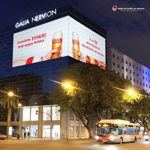 Reklama marki Tyskie Kompanii Piwowarskiej w Sevilli